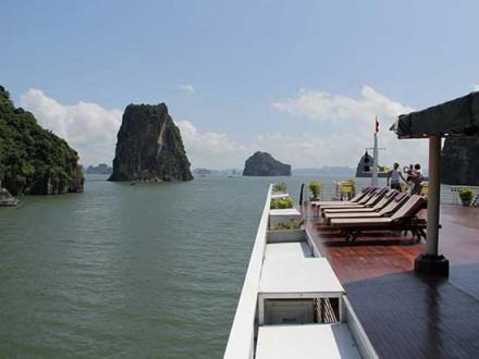 Vietnam_attracks_visitors